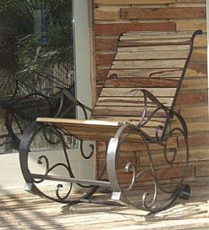 Кованое кресло-качалка