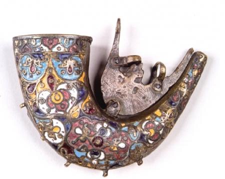 Украшение кованого изделия эмалью